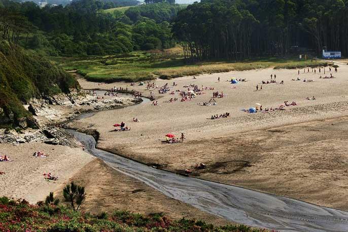 Playa de Frajulfe, en Navia (Asturias)